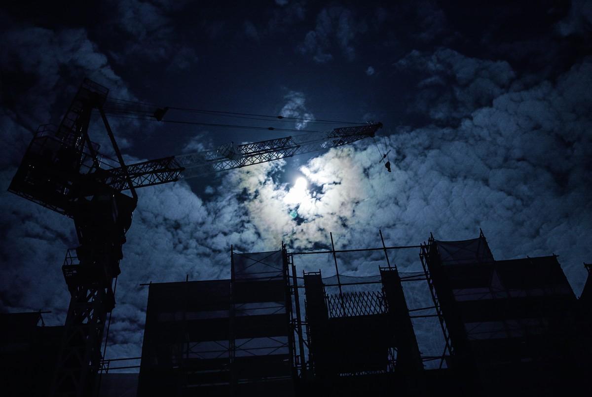 moon (1 - 1)-2
